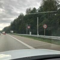 Anfahrt - schon seit mehreren km auf 120 km/h beschränkt