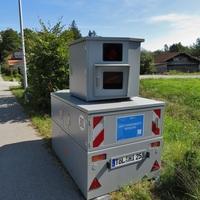 Das ist 3  Blitzeranhänger von KDZ Oberland. Hier erstermal fotogarfieret mit Tölzer Kennzeichen TÖL HI 258 ( früher ME RO 671 ).