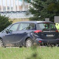 Zivil Auto der Polizei steht auf der Stappstr.