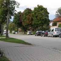 Rechts bekannte VW Caddy  Weilheimer Polizei. ICh endeckte ihm per zufall als ich aus Bad Tölz züruckgefahren bin.