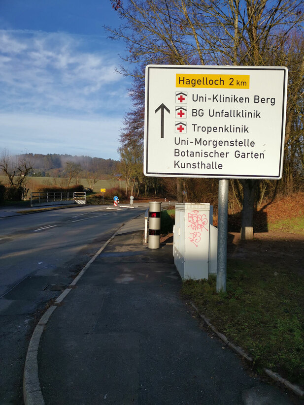 Normal_tuebingen-ortsausgang-hagellocherweg01