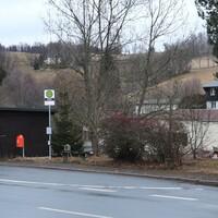 Normalerweise wird hier von der gegenüberliegenden Seite aus gemessen, heute außerdem per Lichtschranke. Das Messfahrzeug stand auf einem unterhalb der Straße gelegenen Weg.
