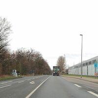 Grauer Blitzeranhänger auf der Eisenhüttenstraße, zwischen SZ-Thiede und SZ-Watenstedt, höhe der Ampel bei der Salzgitter AG. Beidseitige Messung. In der kurzen 50iger Zone, kurz vor Aufhebung der 50 kmh.