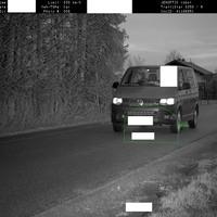 Der Geschwindigkeitsverstoß des Monats Januar  Der Verkehrsteilnehmer raste in Otterfing bei einer zulässigen Geschwindigkeit von 30 km/h mit 89 km/h (!!!) innerhalb der geschlossenen Ortschaft und überschritt somit die Höchstgeschwindigkeit um 59 km/h. Die Messtoleranz wurde bereits berücksichtigt.  Folgen hier: 2 Monat Fahrverbot, 2 Punkte in Flensburg, 280,00 Euro Geldbuße   Quelle : https://www.kdz-oberland.de