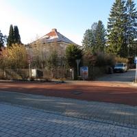 Übersicht . Links richtung S Bahnhof Locham Rechts richtung Norden