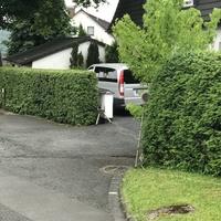 Ansicht aus Hohenhain kommend, Messfahrzeug ist ein silberner Mercedes Vito.  Gemessen wurde am Ortseingang Freudenberg in beide FR.