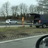 Messung auf der A45, Parkplatz Brunsbecke, in FR Dortmund.  Messwagen war ein blauer VW T5.  Das Messgerät wurde gerade abgebaut.