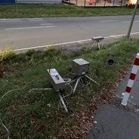 Beidseitige Messung zwischen Oberfischbach und Niederndorf auf Höhe der Bäckerei Pieroth. Messwagen war ein silberner Mercedes Vito, der während der Durchfahrt nicht direkt zu sehen war.