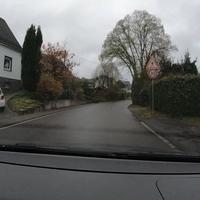 Blitzer in Oberheuslingen, FR Lindenberg. Die Kontrolle fand in einem kurzen Bereich statt, der wegen zwei Bushaltestellen auf 30 limitiert ist. Als Messgerät diente ein TraffiStar S350, Messwagen war ein blauer Caddy.