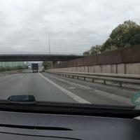 Blitzer auf der HTS, zwischen Buschhütten und Geisweid, in FR Siegen. Die Messstelle liegt auf Höhe des Klärwerks.  Als Messgerät diente der ES8.0, Messwagen war ein silberner Mercedes Vito.