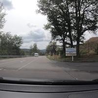 Kontrolle kurz vor Salchendorf, FR Salchendorf. Die Messung fand auf Höhe der Schäfer Werke statt. Der Messwagen (grauer T5) stand gut sichtbar auf dem Parkplatz und dadurch war die Kontrolle in diese Richtung gut sichtbar.