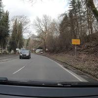 Blitzer in Feuersbach, beide FR. Die Messstelle befindet sich kurz hinter dem Ortseingang aus Siegen kommend.  Gemessen wurde mit dem ES8.0, Messfahrzeug war ein schwarzer Ford, welcher frühzeitig zu sehen war.