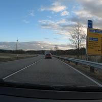 Kontrolle auf der B54, zwischen dem Siegerlandflughafen und Zehnhausen. Kontrolliert wurde in FR Zehnhausen, hinter der Ausfahrt zur B414. Der Messwagen war frühzeitig zu sehen.