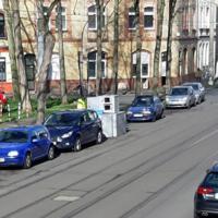 Jenoptik Laserscanner TraffiStar S350 Semistation (nicht in der Liste!) Bleiben in Köln meistens 5 - 10 Tage an einem Ort stehen und messen meist in 2 Richtungen.  Hier in der Iltissstraße, Höhe Takuplatz.