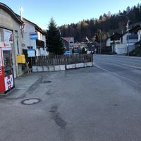 Wattwil/Ulisbach in Richtung Ebnat-Kappel. Direkt an der Bushaltestelle.
