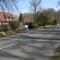 Ortsdurchfahrt, HG 50km/h. Keine Schule, kein Altenheim, kein Unfallschwerpunkt.