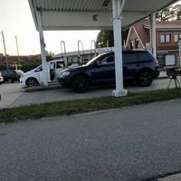 B501 in Heringsdorf, beidseitig. Auf Höhe der Tankstelle. Messgerät war ein ES8.0, Messwagen ein grüner Mercedes Vito.