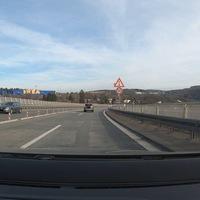 Lasermessung auf der B62 (Autobahnzubringer Siegen), von der Autobahn kommend.
