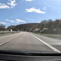A45, FR Frankfurt, auf Höhe der Abfahrt Dillenburg. Messwagen war ein weißer Mercedes Vito, der rechts in der Abfahrt stand.