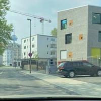 Kyotostraße Richtung Mediapark, Semistation vor dem neuen Bildungszentrum, kurz vor der Kreuzung zum Gereonswall. Seit 24.04.
