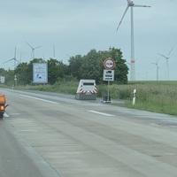 Blitzeranhänger an der Baustelleneinfahrt BAB A9 Fahrtrichtung München zwischen Weißenfels und Naumburg