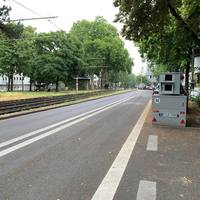 Sachsenring, in Höhe Kreuzung Vorgebirgsstraße, Fahrtrichtung Chlodwigplatz. 30 Km/h. Semistation K-LN 3105