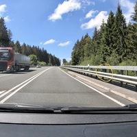 Auf der B54, zwischen der Abbiegung Burbach und der Anschlussstelle Haiger/Burbach der A45. Beidseitig. Hier in FR Flughafen.