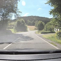 Zwischen Herzhausen und Eckmannshausen, hier in FR Eckmannshausen. Kurz hinter dem Abzweig nach Frohnhausen. ES8.0 und ein schwarzer Ford.