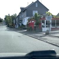 Auf der B54 in Wilnsdorf, kurz vor dem Ortsausgang FR Haiger.