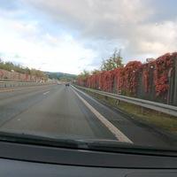 HTS, FR Siegen. Zwischen Kreuztal und Buschhütten. Auf Höhe dieser Stelle wird auch häufig in FR Kreuztal kontrolliert.