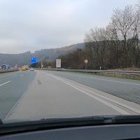 A45, Talbrücke Sechshelden. FR Frankfurt, 100 für PKW, 60 für LKW.