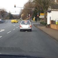 Fahrtrichtung nach Höchst/Odw. Wenn die Ampel bereits länger Grün zeigt wird man verleitet ggf etwas schneller zu fahren um noch durchzukommen. Das könnte gefährlich werden.