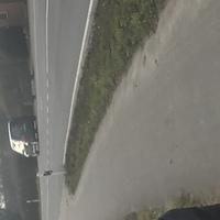 Grauer Caddy kurz nach Orsteingang in Leverkusen.