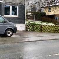 Auf der L893 in Anzhausen, kurz hinter dem Ortseingang aus Rudersdorf kommend. Heute wurden beide FR kontrolliert. Anfahrtsansicht FR Niederdielfen s. 23.09., eine Anfahrt FR Rudersdorf werde ich noch erstellen. Hier die Bilder von der Messstelle.