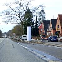Blitzer-Anhänger HWI VE 83 hinter der Litfaßsäule Haltestelle Jungborn Rtg. Stadt ...